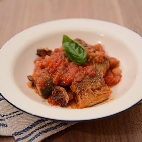 秋刀魚とドライマッシュルームのトマト煮