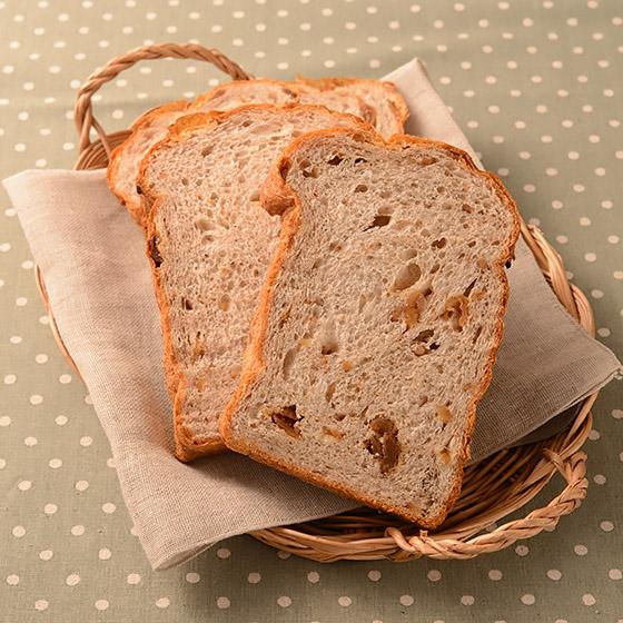 ホームベーカリーでつくるいちじくと胡桃の食パン