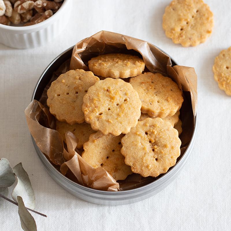 サクサクほろり♡メープルとくるみの型抜きクッキー