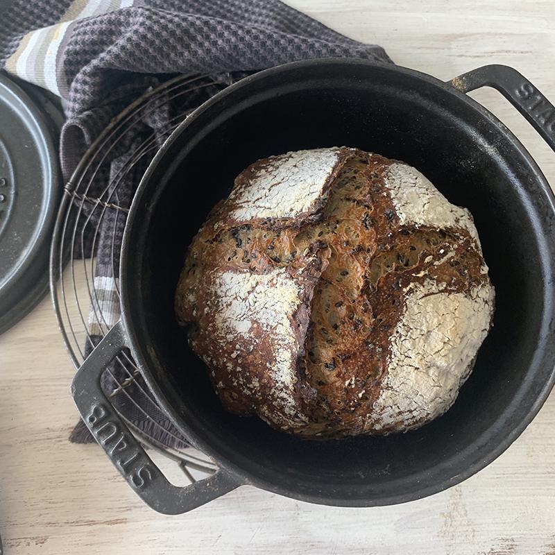 鍋のごまパン