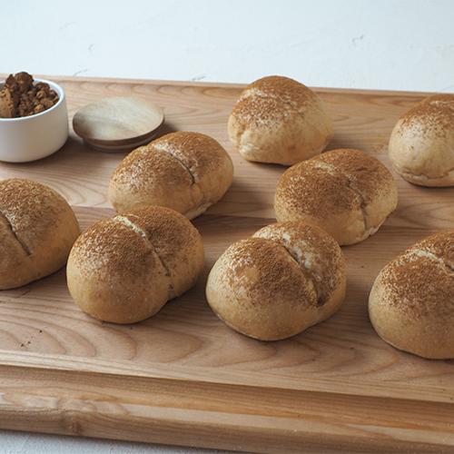 ふんわり甘〜い!ふすま入り、きな粉黒糖パン