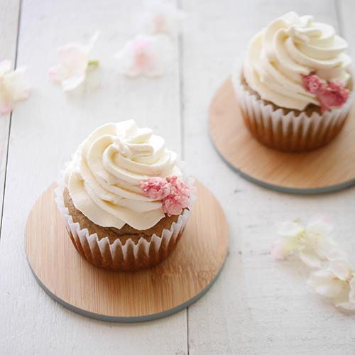 【低糖質レシピ】桜とクリームチーズのカップケーキ
