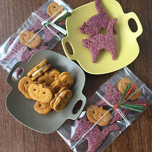 かぼちゃのホワイトチョコサンドクッキーと猫の紫さつまいもクッキー