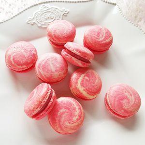 ピンクのマーブルマカロン